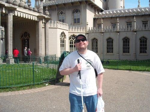 Tony outside the Royal Pavillion, Brighton, 22nd April 2009