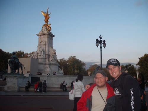 Tony and Chris outside the Victoria Memorial, London, 26th Oct 2009
