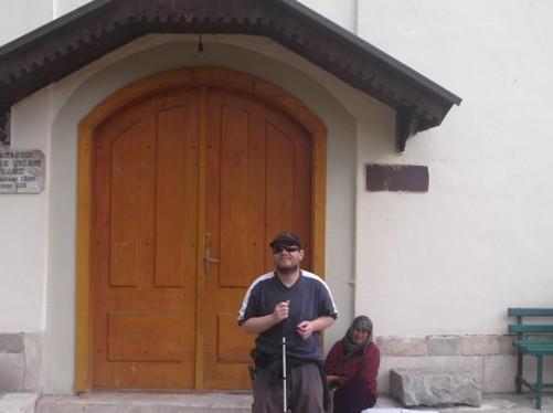 Tony outside Ishak Çelebi mosque.