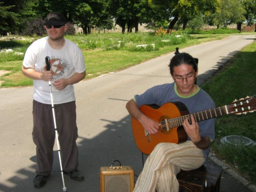 Tony with a man playing guitar in Kalemegdan park.