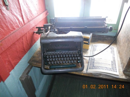 A desk with an old typewriter. Wordie House.