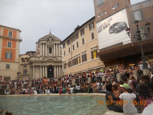 Crowds of people around the Trevi Fountain (Fontana di Trevi). Photo taken in the evening.