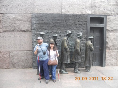 Bronze sculpture of a queue of people outside a door, depicting a bread line in the Great Depression of the 1930s.