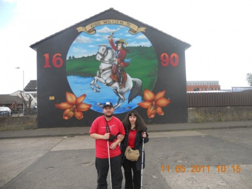 Side of a house with a mural depicting King William III crossing the Boyne with the date 1690.
