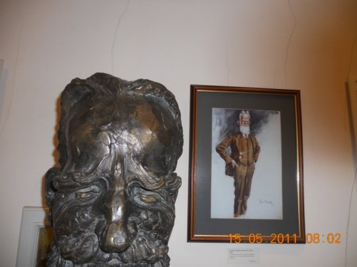 Writer George Bernard Shaw bust and portrait.