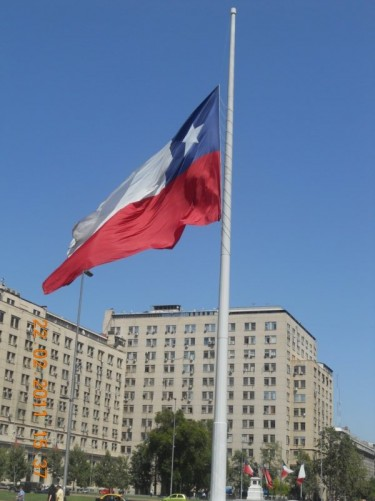 A closer look at the very large Chilean flag.