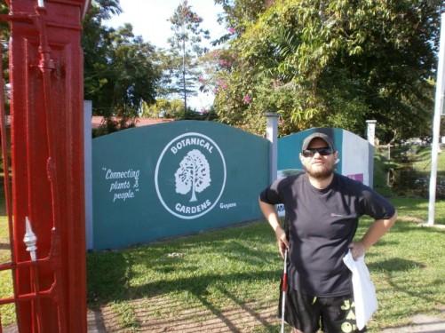 Tony at the entrance gates to the Botanical Gardens.