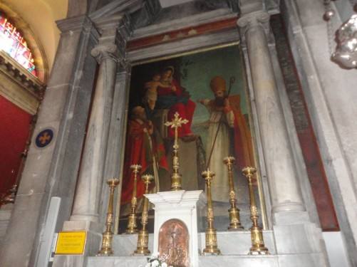 A side altar dedicated to Saint Silvan.