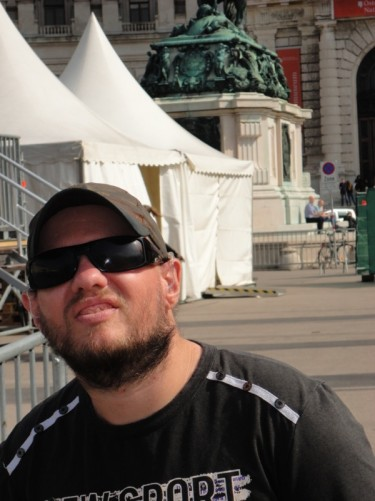 Tony in Heldenplatz.