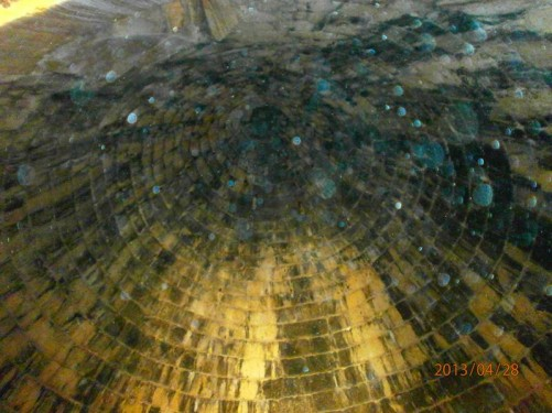 Looking up at the tomb's ceiling. The centre is 13.5 metres in height.