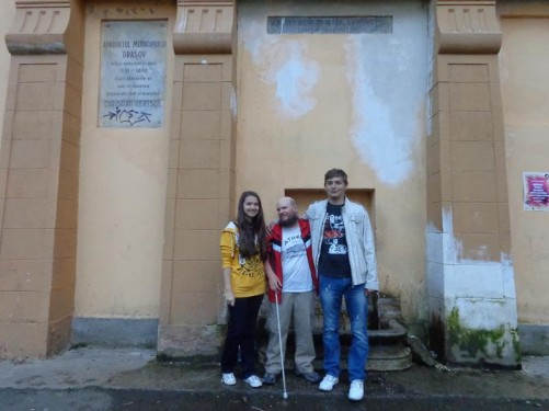 Again by the drinking fountain. Tony with Rebeca and Leo. Rebeca is a school friend of Andrea's. Leo worked at the hostel where Tony stayed.