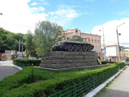Side view of the Red Army tank monument.
