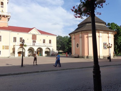 Square in front of the Town Hall. The building to the right is the Armenian Well. Also just visible is a bronze statue of a tourist carrying a large camera.