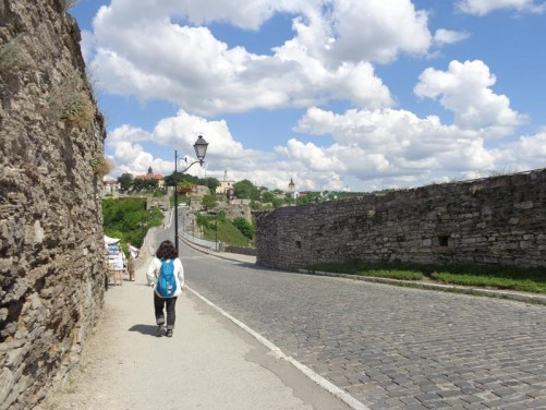 Heading back along the road just outside the castle towards the old town. Stone walls at either side.