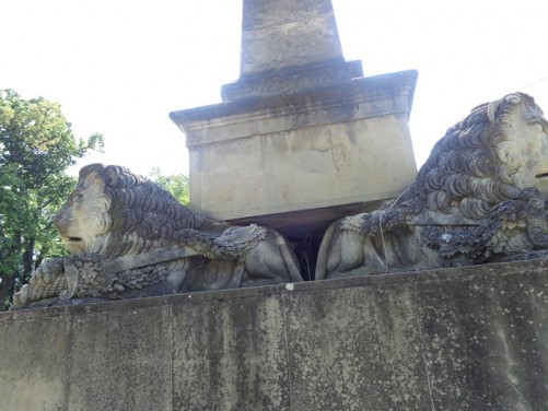 A pair of stone lions. This is part of the Obelisk of Lions dating from 1834. This monument includes four lions around its base with an obelisk in the centre standing at 13.5 metres (44 feet) tall. Located in historic Copou Park.