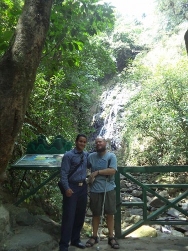 Tony with Jhohnie at Chorro Macho (Macho Waterfall).
