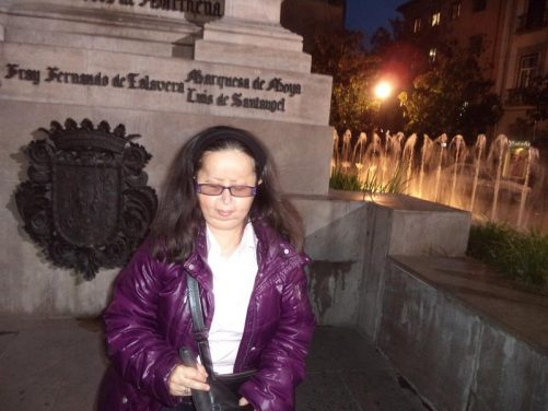 Tatiana in front of the Queen Isabel and Columbus statue. Fountains visible behind.