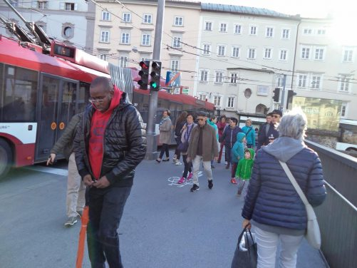 People and a trolleybus crossing the Staatsbrücke.