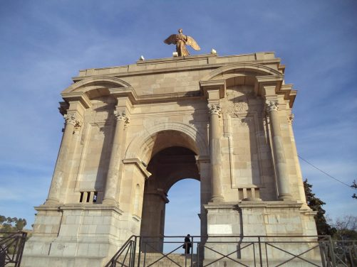 Monument Aux Morts, a 21 metre (68 ft) tall triumphal arch topped by a victory statue. The memorial bears the engraved names of some 800 soldiers and citizens: Muslims, Christians, and Jews, who hailed from Constantine.