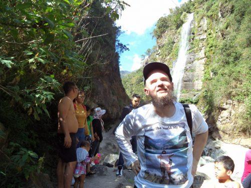 Tony amongst other hikers at Bomod-Ok Falls.