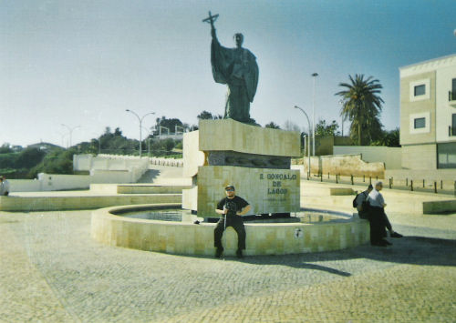 Tony in front of the statue of São Gonçalo de Lagos