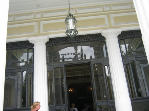 Main entrance into the palace building.