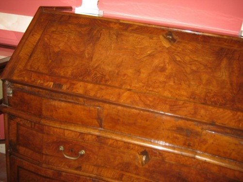 Antique bureau chest of drawers.