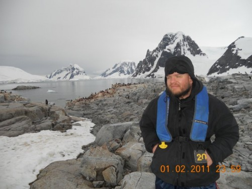 Tony, behind a penguin colony of the rocks (Adelie penguins and maybe some Gentoo ones too).