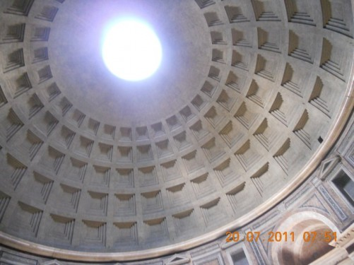 View into the dome. At the top is a large opening, the oculus, which was the only source of light.