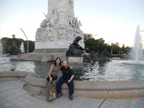 Tony sat on the fountain with Inma, Rodrigo's wife.