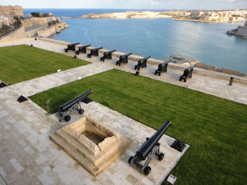 View of the Saluting Battery below the Upper Barrakka Gardens. A row of canons facing the Grand Harbour.
