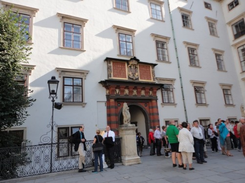 Crowd of tourists at Swiss Gate (Schweizertor).
