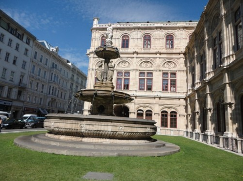 Large fountain outside the Vienna State Opera (Wiener Staatsoper) on Kärntner Straße (Carinthian Street – one of Vienna's exclusive shopping areas).