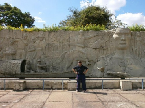 Monument of the Pioneers. This 15-metre wide concrete relief sculpture by Luíz Canará is dedicated to the pioneers who helped to develop the city and the region. Depictions include early pioneers in a canoe and one on horseback, as well as a Yanomami Indian chief.