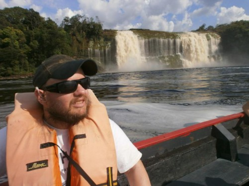 Another even bigger waterfall: this is Salto Hacha. Two massive torrents of water cascading over a cliff into the lagoon.