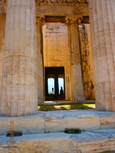 A view between two columns into the Temple of Hephaestus.