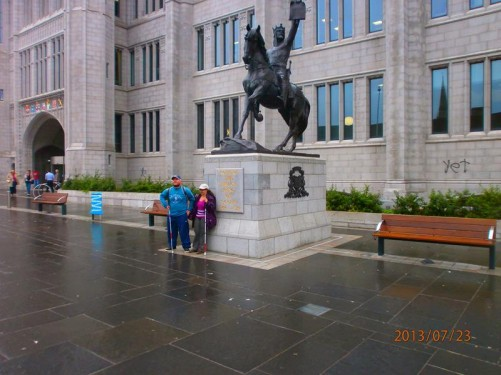 Another view of Tatiana and Tony in front of the Robert the Bruce statue. The main entrance gateway into Marischal College visible behind.
