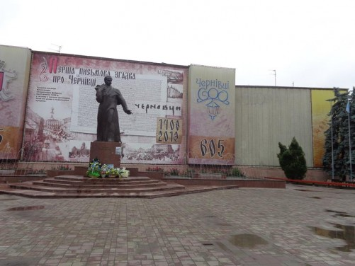 The Taras Shevchenko monument in Central Square (Main Square).