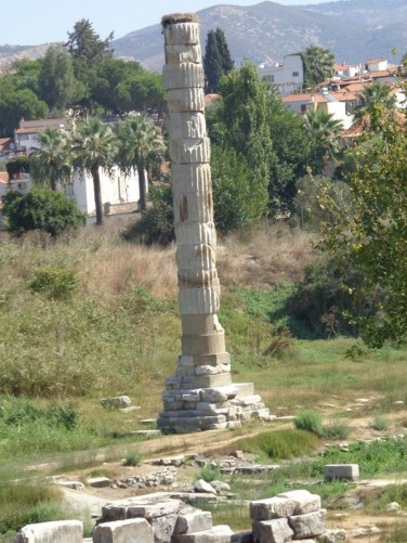 A single column marking the site of the Temple of Artemis. This column was re-erected from fragments found on the site.