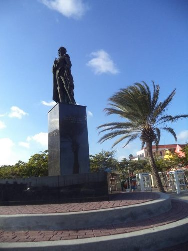 Statue of Pedro Luis Brión (1782-1821). He was a military officer who fought in the Venezuelan War of Independence. He was born and died in Curaçao. The statue stands in the centre of Plaza Brión, which is named after him.