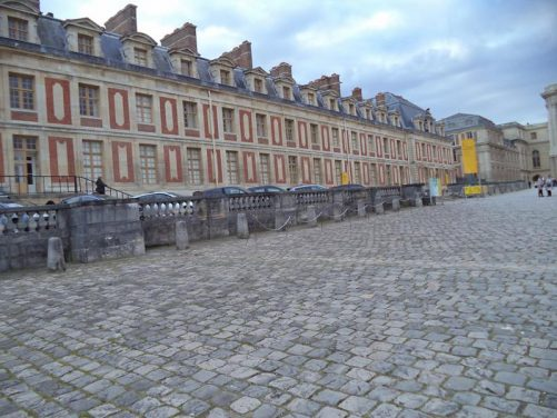 The Ministers' South Wing. The minsters' wings stand separate from the main palace on the north and south sides of the Cour d'Honneur. This is where the more important government ministers used to be based.