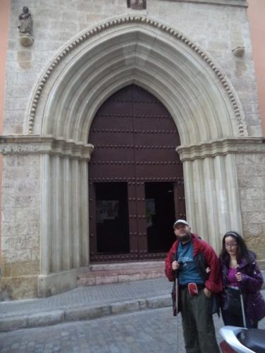 Tony and Tatiana outside the entrance to Iglesia San Isidoro.