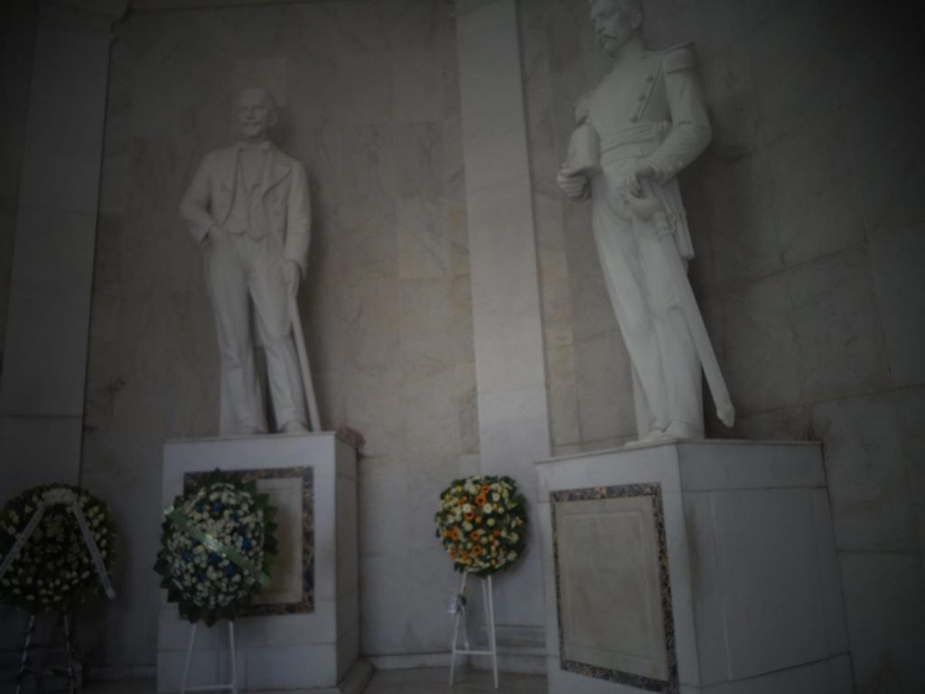 The statues of Juan Pablo Duarte and Matías Ramón Mella in white marble on top of plinths.