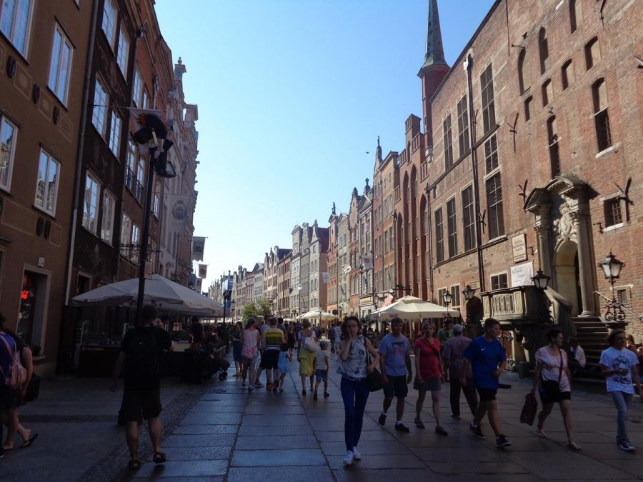 Another view along busy Long Street (Długa) with the main entrance to Gdansk Town Hall on the right.