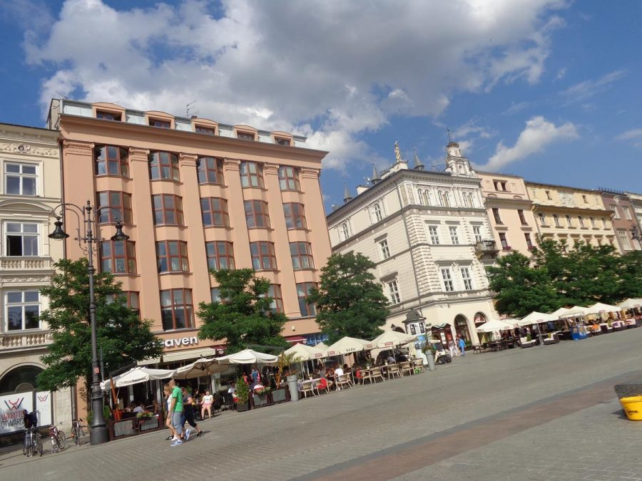 View of Feniks House, located on the north side of Main Square. This Art Deco building was built from 1928 to 1932 and was designed by architect Adolf Szyszko-Bohusz. It replaced three medieval tenement houses demolished in 1914. Presently, the building houses several businesses on the ground floor and apartments on the upper levels.
